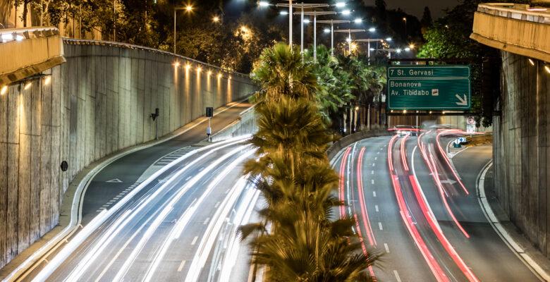 Estelas de luz de coches