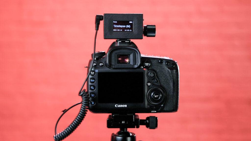 LRTimelapse PRO Timer 3 es un disparador remoto ideal para Timelapse. Además es fácil de llevar y de usr.